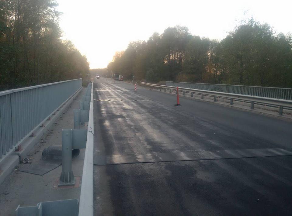 На автомобільній дорозі Р-02 Київ-Іванків-Овруч ремонтують міст через річку Таль (фото)