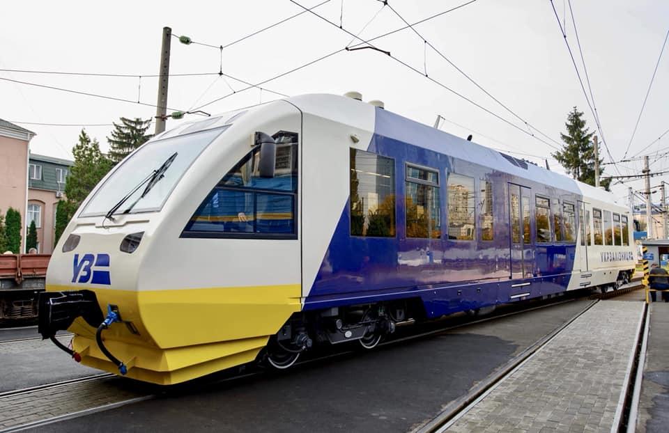 Укрзалізниця презентувала нову ліврею дизельних поїздів, які курсуватимуть в аеропорт Борисполь (фото)