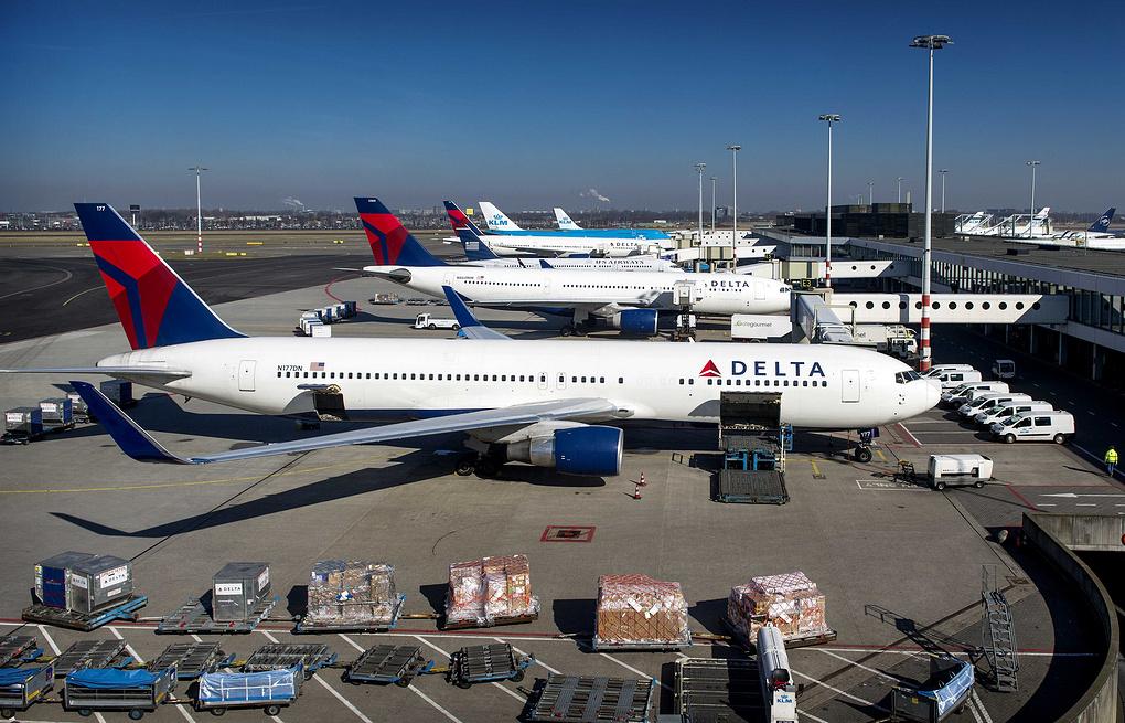 США зняли заборону власним авіакомпаніям на польоти в три міста України