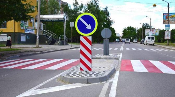 В Україні зробили обов'язковим проектування «острівців безпеки» на дорогах