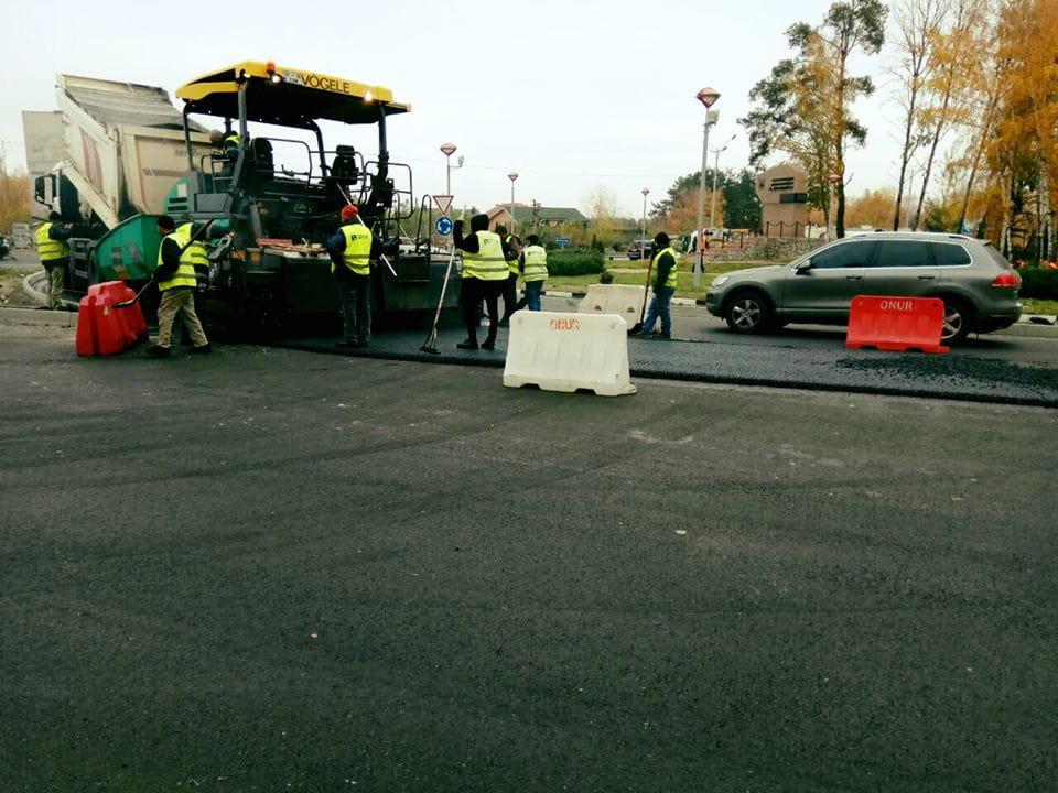 Відновлення автошляхів: Продовжуються ремонтні роботи на автодорозі Р-02 Київ-Іванків-Овруч (фото)
