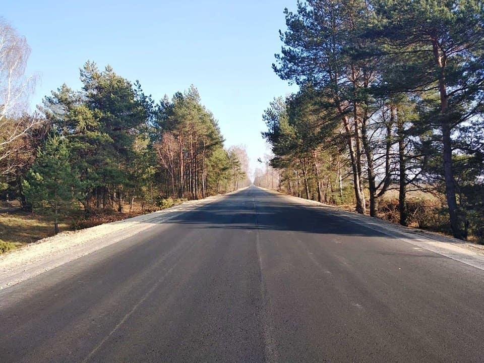 Влаштовано верхній шар покриття на автодорозі Р-76 (фото)