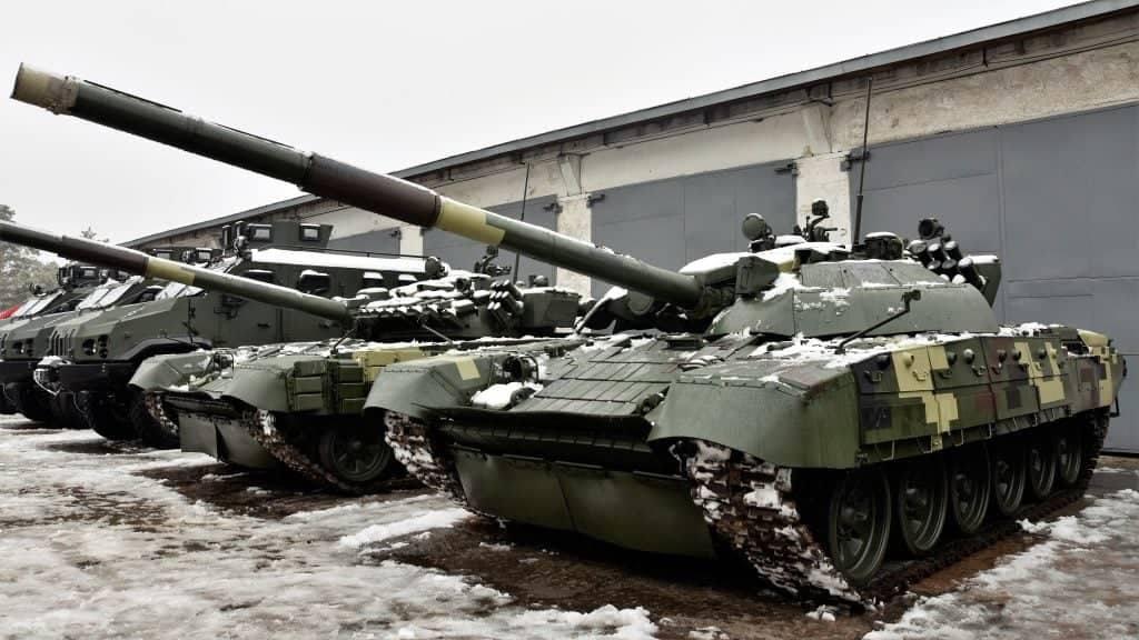 Українські військові отримали модернізований танк Т-72К з динамічним захистом