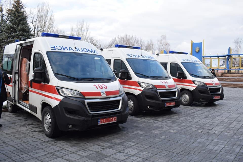 Медики Одеси та Миколаївщини отримали нові авто (фото)