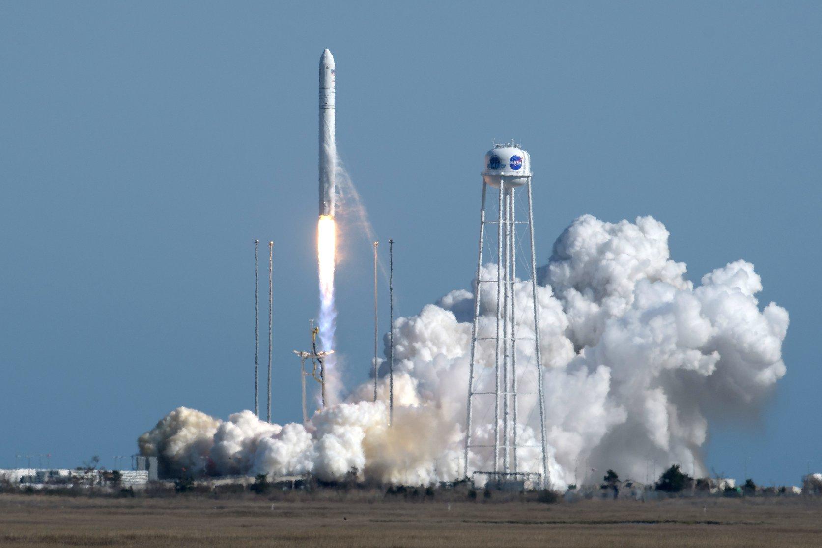 Відбувся успішний запуск ракети «Антарес» з першим ступенем українського виробництва