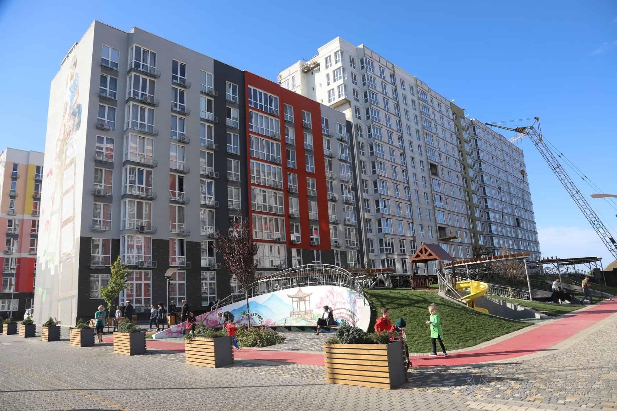 Житловий комплекс де вірні присязі військові отримали житло Фото: ВМС ЗС України